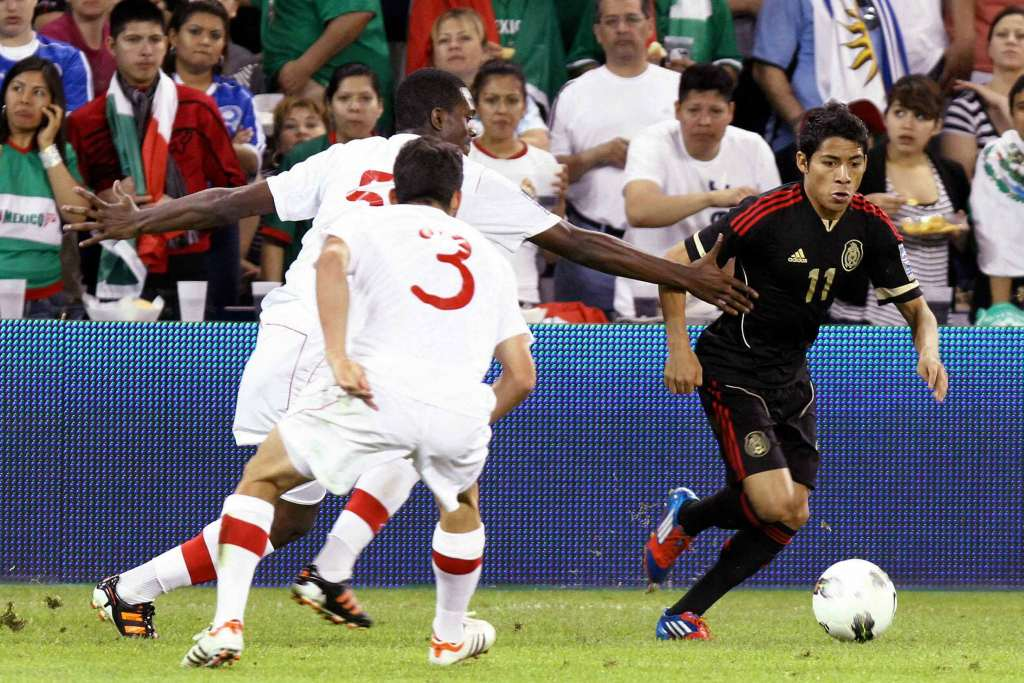 Canadians Russell Teibert (3) and Doneil Henry pursue Mexico's  Javier Aquino. PHOTO: CANADA SOCCER/MEXSPORT/EDGAR QUINTANA
