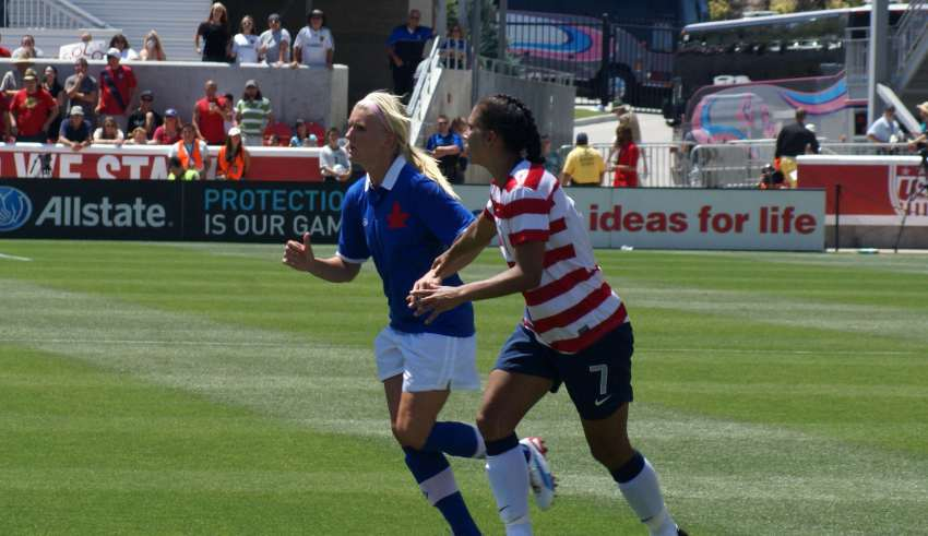 Canada's Kaylyn Kyle, left, and USA's Shannon Boxx. PHOTO: CANADA SOCCER
