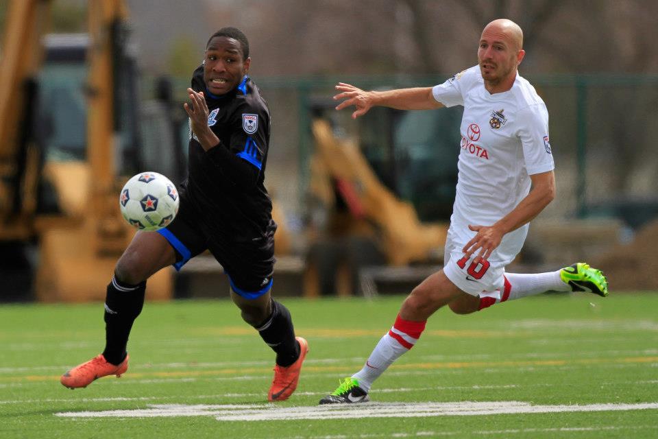 FCE's Eddie Edward tries to keep a step ahead of San Antonio's Hans Denissen. PHOTO: TONY LEWIS/FC EDMONTON