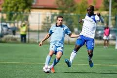 Lance Laing tries to win the ball of Minnesota Daniel Mendes. PHOTO: TONY LEWIS/FC EDMONTON