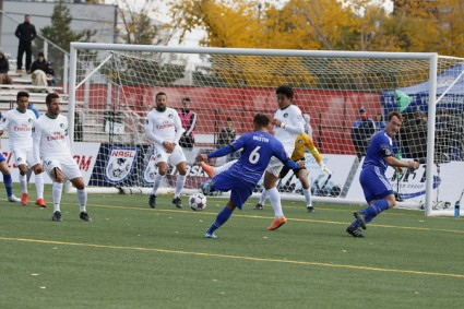 FCE's Dustin Corea attempts a shot on goal against the New York Cosmos. PHOTO: TONY LEWIS/FC EDMONTON