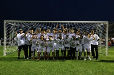 Atlanta Silverbacks celebrate the NASL spring title.